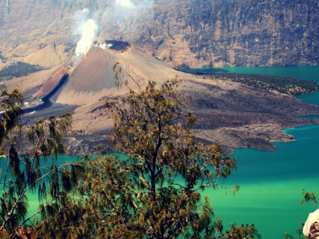 Lombok-Gili-Travel-Guide-how-to-get-there-what-to-do-when-Rinjani-Volcan